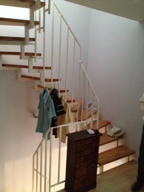 Kunde ruft uns zur hilfe mein treppengel nder gef llt mir nicht mehr und ich will mein - Garderobe unter treppe ...