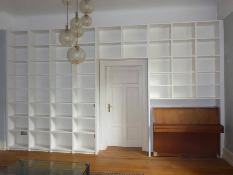 Möbel nach Maß Bücherregal um Klavier
